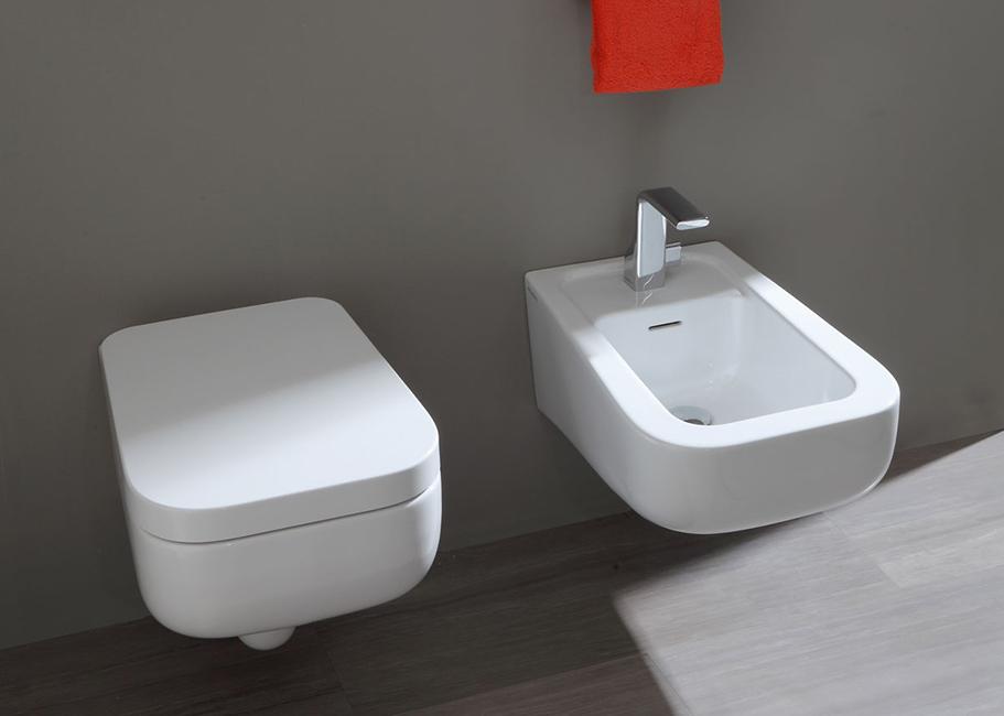 Sanitari bagno sospeso tondi design moderno vaso e bidet in